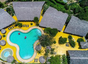 Club Swimming Pool & Spa